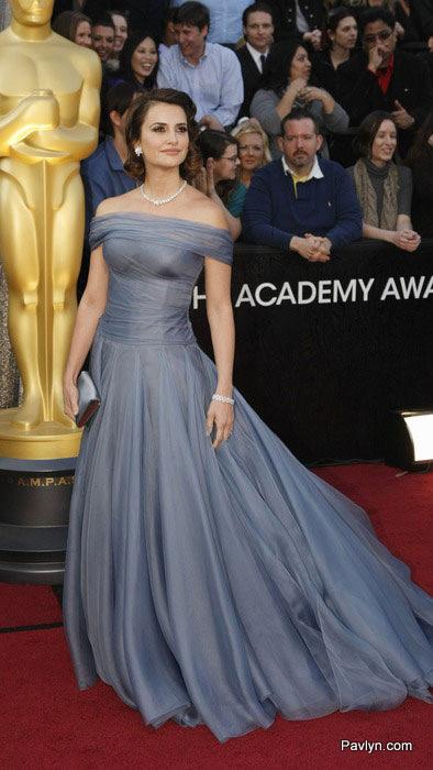 2012 oscars Penelope Cruz in Armani