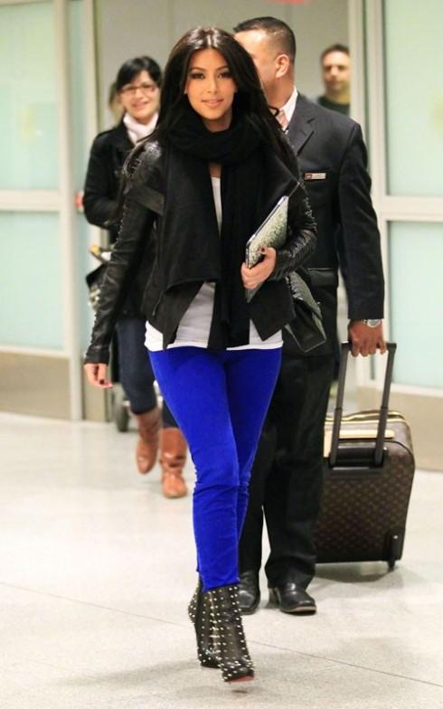 Kim Kardashian in J Brand 811 skinny jeans in blue