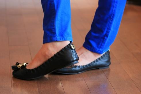 Vibrant Blue skinny jeans and black flats