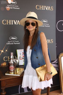 Miroslava Duma in hat