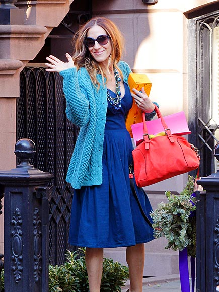 sarah jessica parker colour blocking in turquoise and blue