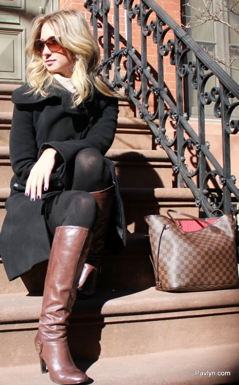 NYC Street style in Brown boots and Lous Vuitton Neverfull Purse