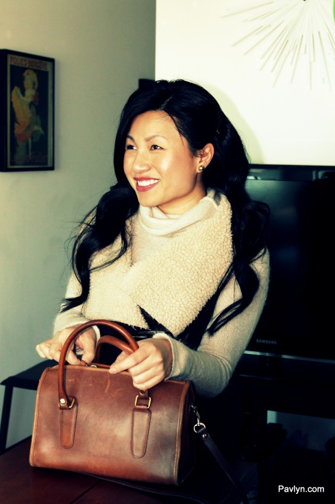 Casual Style in Sherling Vest, Turtleneck and Brown Leather Tote