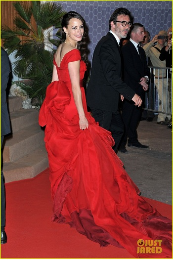 Bérénice Bejo in red silk dress by louis vuitton at cannes 2012 film festival