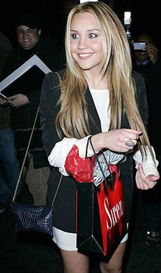 Amanda Bynes wearing chain envelope croco clutch in black