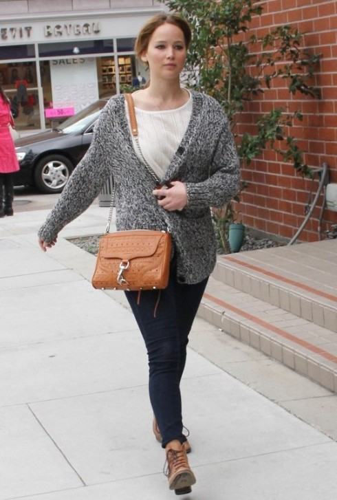 Jennifer Lawrence wearing brown woven bag from Rebecca Minkoff MAC clutch crossbody