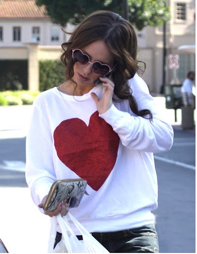Jennifer Love Hewitt in Baggy Beach Jumper by Wildfox