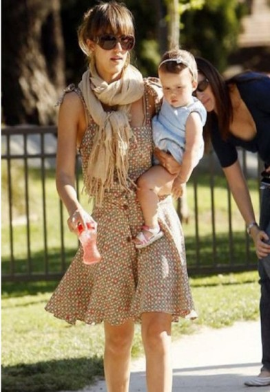 jessica alba wearing dune scarf by love quotes