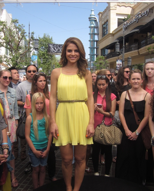 Maria Menounos in Isabel Lu yellow pleated dress