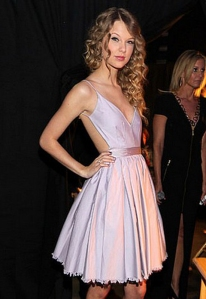 Taylor Swift in Contrarian Barbara Bibb Lavender Dress