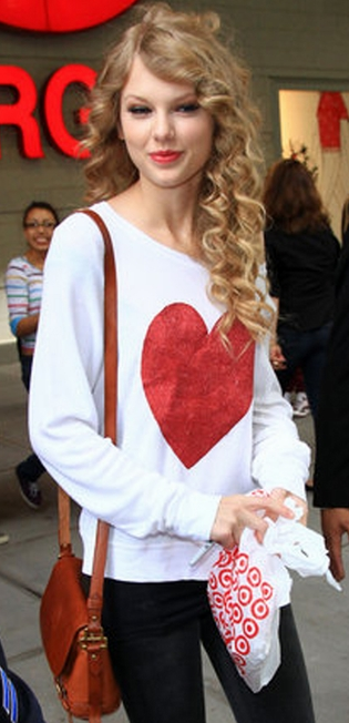 Taylor Swift in Wildfox Couture baggy heart beach jumper in white