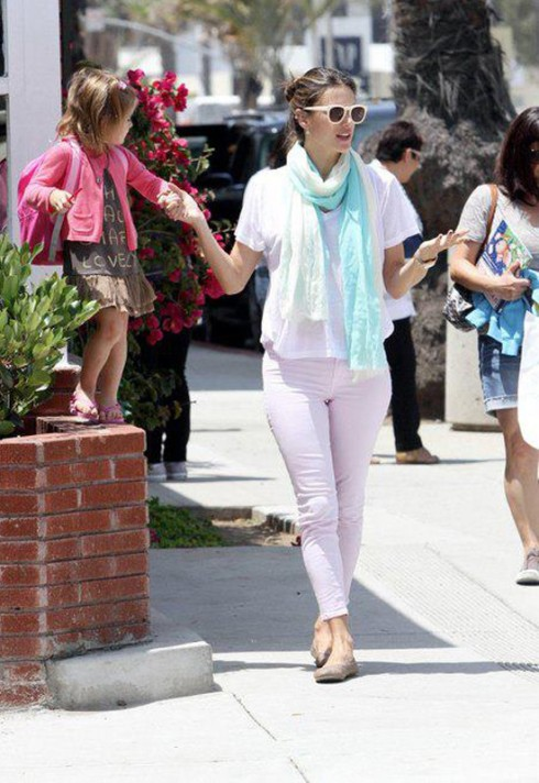 Alessandra Ambrosio in JBrand 811 Mid Rise Lilac Skinny jeans