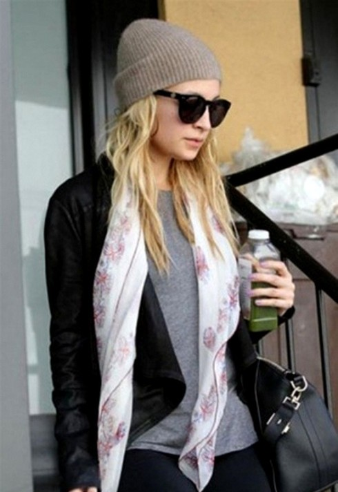 Nicole Richie in Krisa Black jacket